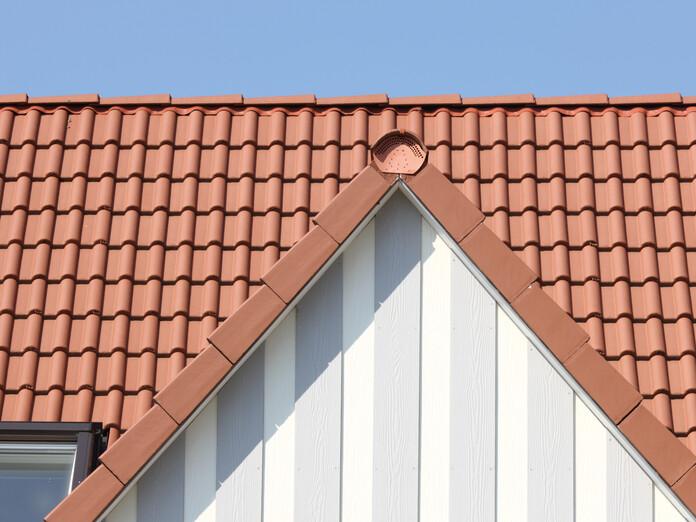 Dach mit HEIDELBERG ziegelrot